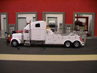 102218396_speccast-freightliner-classic-semi-cab-tow-truck-wrecker